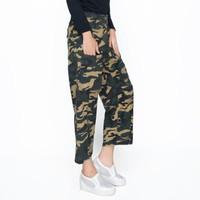 Okechuku Firdy Celana Ankle Wanita Army Motif Loreng Model Gantung