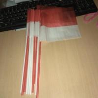 bendera pawai kecil merah putih dengan batang