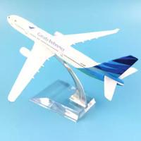 Miniatur Diecast / Die cast Pesawat Terbang Garuda Indonesia Besi