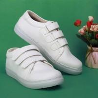 Luxe White Sepatu sneakers putih wanita