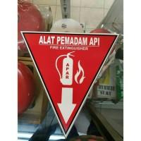 SIGN STIKER K3 SAFETY SEGITIGA APAR 35 X 35CM