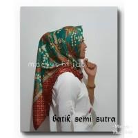 kerudung batik jilbab batik segi empat semi sutera hijau /elegan