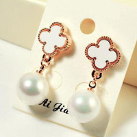 anting gantung clover pearl female earrings jan172