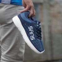 sepatu sans sneakers