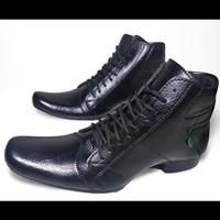 Sepatu Pantofel Kickers for Man