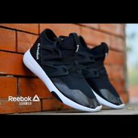 Sepatu Sneakers Reebook LESSMILS Running Man