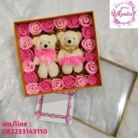 kado hadiah pernikahan bunga box boneka pengantin beruang bear