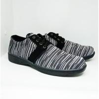 Sepatu Kasual Pria Style Simple MZ901 Hitam Salur Sepatu Distro Murah
