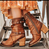 Sepatu Gesper Wanita