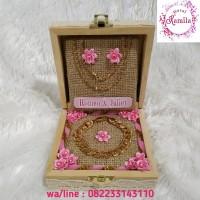 kotak tempat display mahar perhiasan gelang dan kalung bahan box kayu