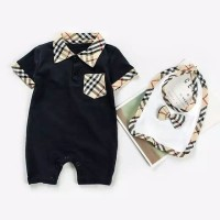 Jumper bayi polos warna hitam dan putih bonus bibs bayi
