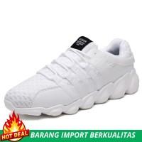 Sepatu Sneakers Casual Pria Warna Putih untuk Olahraga