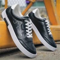 Sepatu Sneakers Olahraga Lari Casual Anti Air Warna Putih untuk Pria M