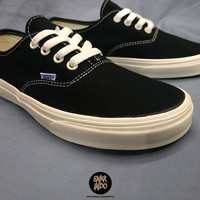 Sneakers Vans Authentic OG Black/White Sepatu Wanita