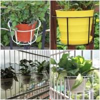 jual gantungan pot besi balkon rak pot tanaman gantung