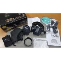 Nikon D3200 dengan lensa 18-105 mm Like New