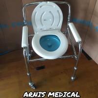 kursi bab roda,commode chair roda, kursi toilet roda,bisa di lipat