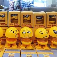 Pajangan Dashboard Mobil Smile Goyang Kepala Boneka Wajah Emoji Shake