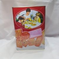 Khong Guan Red Assorted Biscuit Persegi 1.600gr kue kaleng kue lebaran