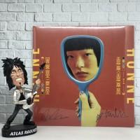 Vinyl / Piringan Hitam HONNE - Love Me / Love Me Not [Signed]