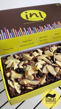 Inibronis / Brownies Panggang Mini rasa Coklat Almond