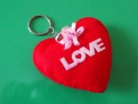 Gantungan Kunci Bantal Love Kain Flanel