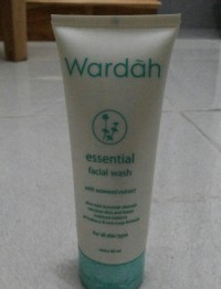Wardah Facial Wash Essential Seaweed Extract