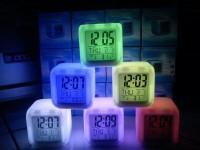 Jam Moody Kubus berubah 7 warna Jam Weker Meja Digital Termometer