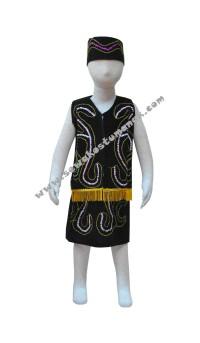 Pakaian adat dayak perempuan