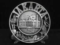 Pajangan piring Jakarta souvenir dari negara Indonesia