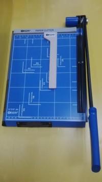 Pemotong Kertas Manual F4