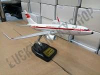 miniatur pesawat garuda indonesia orens