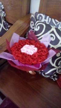 Bunga buket satin mawar