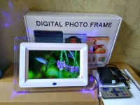 DIGITAL FOTO FRAME 7""