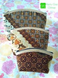 Souvenir Pernikahan Dompet Batik Beranak Kotak isi 3