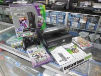 XBOX 360 Slim Console 250GB Kinect Holiday Bundle (2 Controller)