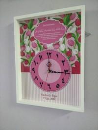 Hiasan jam dinding untuk kado pernikahan shabby flower tulip uk 30x40,