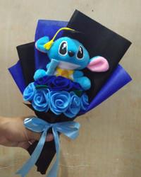 Buket bunga flanel boneka karakter Stitch wisuda