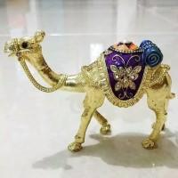 Souvenir pernikahan ultah pajangan dunia unta Arab Mesir gold silver