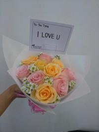 Hand Bouquet Buket bunga Wisuda/ bunga mawar - sweety charm