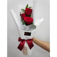 Hand Bouquet Buket bunga Wisuda/ bunga mawar - trio romantic