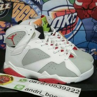 Sepatu basket Nike Air Jordan 7 hare