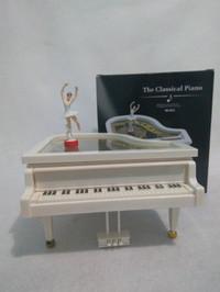 kotak musik piano klasik
