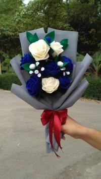 buket bunga flanel biru navy 8 tangkai mawar