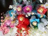 Coklat Ferro Rocher dalam bouquet bunga