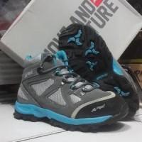 harga Sepatu gunung/sepatu rei smithsonia women series Tokopedia.com