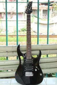 Gitar Listrik Ibanez Jem Hitam Bonus Tas Gitar , Handle , Kabel Jak