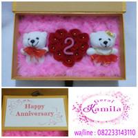 Kado hadiah wedding pernikahan perkawinan bunga dan boneka couple