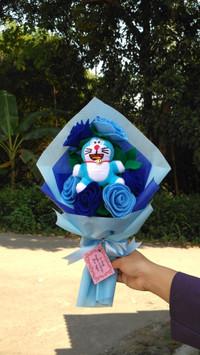 buket bunga flanel boneka karakter doraemon hello kitty dll