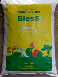 pupuk kascing / kompos cacing REPAKING 1KG BLESS 100% organik
